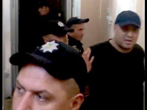 Журналист Житомира: Артура Сороченко (Квадрат) привезли на суд в Хмельницком