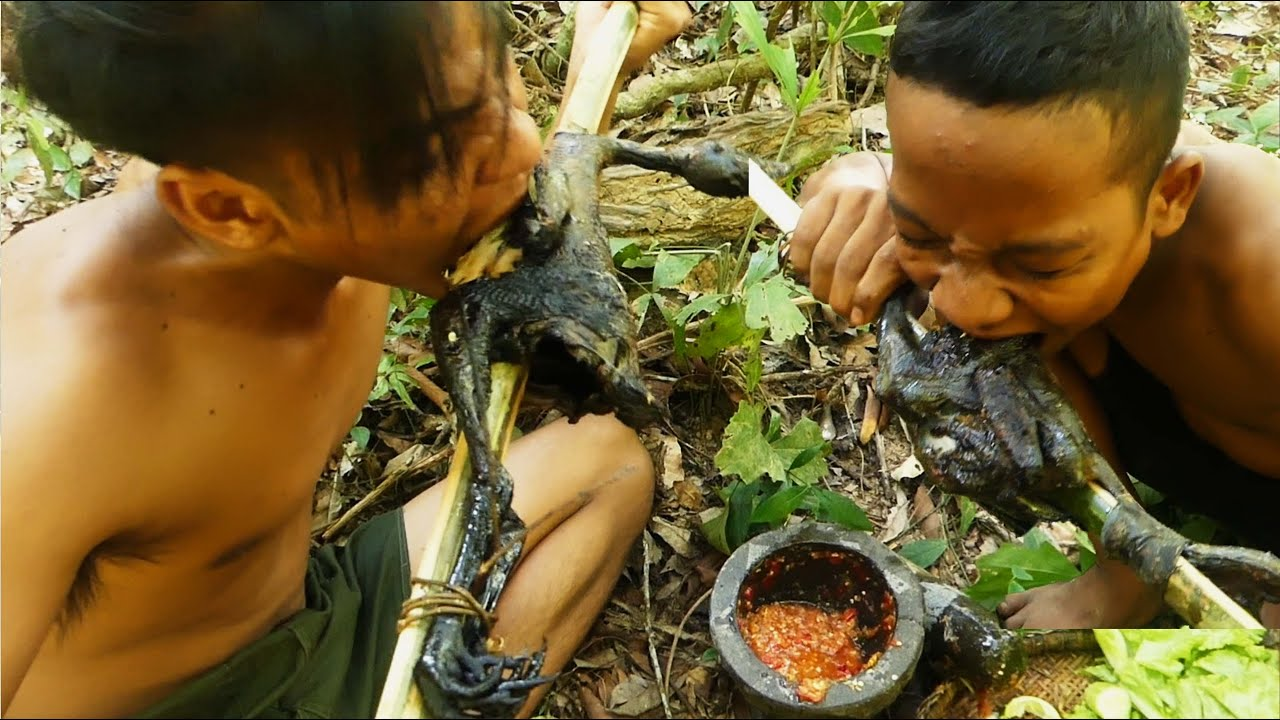 Survival in the rainforest - Black Chicken Roast in the forest Eating deliciouse clip23