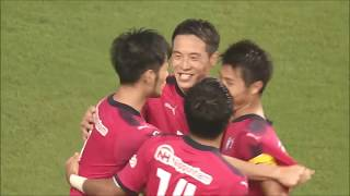 前線に抜け出した杉本 健勇(C大阪)が股抜きで相手を抜き去り、左足で...