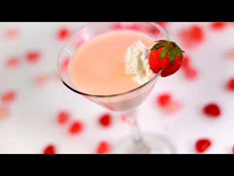 strawberry-cheesecake-drink-🍸-baileys-and-malibu-rum