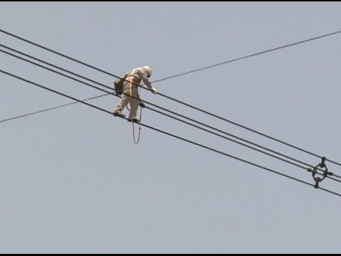 "Electrical Worker ""Performs"" Stunning Walking on High-Voltage Power Line in E China Jiangsu City"