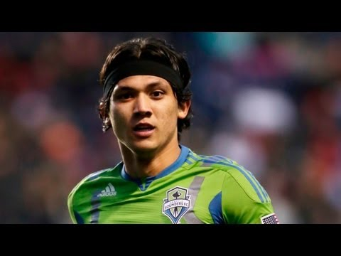 GOAL! Fredy Montero golazo from distance for the Seattle Sounders vs LA Galaxy
