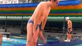 獻銘教練講解蝶泳推水動作時間點