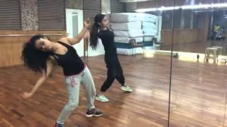 Mouni Roy  live dance practice on yaar na miley!! &25 hf4hs