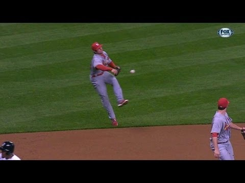 STL@MIL: Kozma makes a great play to end the first