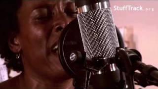 Sandra Nkake - Happy