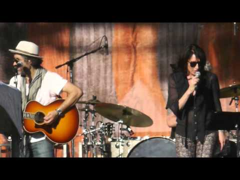 "Katey Sagal sings ""Son of a Preacher Man"" at Hardly Strictly Festival 2013 with the Forest Rangers"