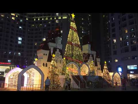 The Christmas Castle 2017 at Vincom Royal City Hanoi