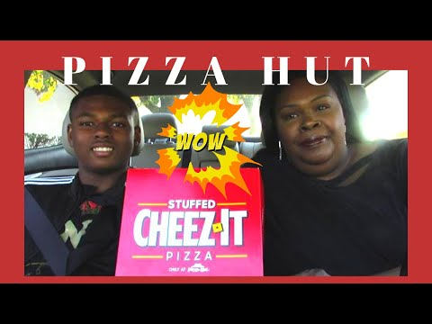 PIZZA HUT STUFFED CHEEZ-IT PIZZA REVIEW😜