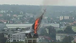 Pożar w Białymstoku - Moment Zawalenia się Dachu Wieży Kościoła 2017 Video