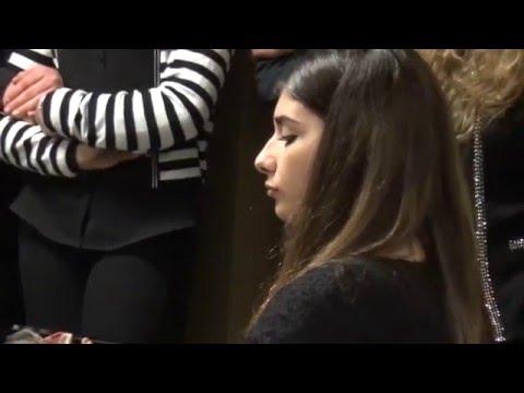 Gaia D'Angiolillo al pianoforte, allieva del 1° Liceo Musicale -NotteBianca della Scuola- 23-1-2016.
