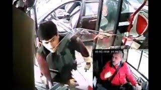 Sürücünü döyən kim, yer üstündə dava edən kim-Avtobusların mənzərəsi