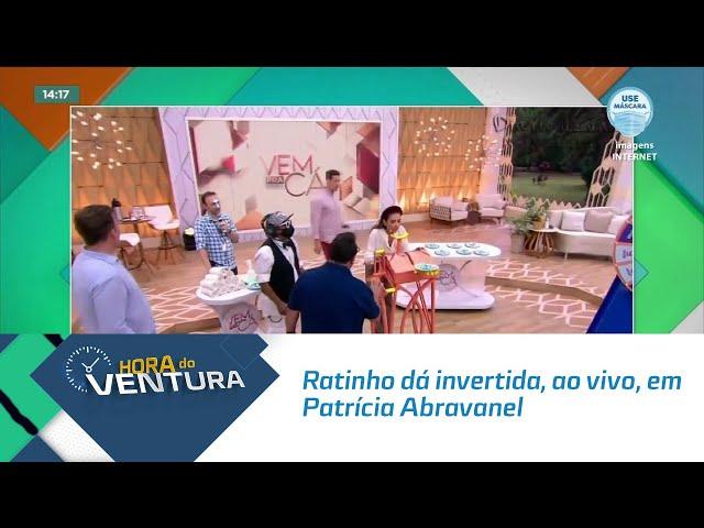 Ratinho dá invertida, ao vivo, em Patrícia Abravanel