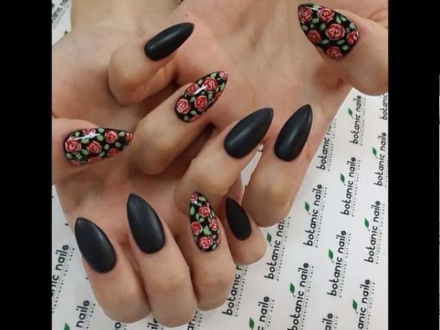 Uñas negras decoradas perfectas para toda ocasión