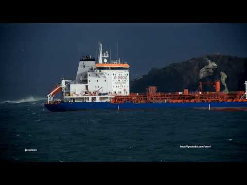 Oil/Chemical tanker WEICHSELSTERN heading A Coruña.