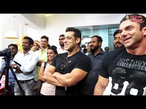 Radio Mirchi dances with Salman Khan & Sohail Khan | Tubelight