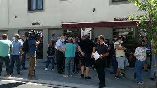 Comerciantes del centro de Cáceres protestan ante la posible peatonalización de la calle Parras