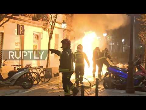 Spain: Street riot tears through Madrid neighbourhood following death of street vendor