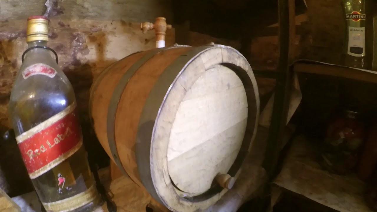 Наша компания изготавливает деревянные бочки по специальной технологии. В процессе производства мы используем качественную дубовую древесину. Не применяем шпунты, клеи и лаки, поэтому вся продукция абсолютно натуральная и чистые экологически. Дубовые бочонки для вина/ засолки/бани,