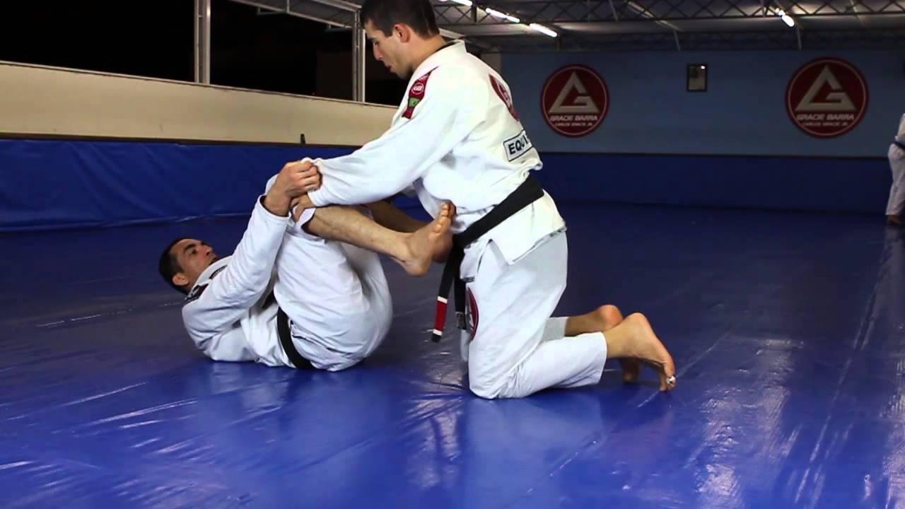 """Aprenda Jiu-Jitsu! A raspagem de Braulio Estima """"Carcará"""" a partir da guarda-aranha"""