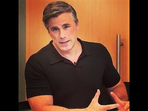 Tom Fitton discussing New Clinton/Abedin Emails, IRS Scandal, Obama/Trump Travel Numbers, Amnesty