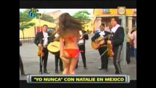 Repeat youtube video Esto es Guerra: Natalie alborotó México paseando en bikini - 13/06/2013