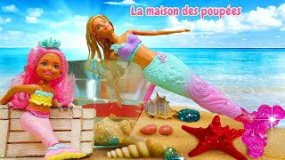 Vidéo avec les poupées. Barbie veut devenir une sirène. Jeux pour les filles.