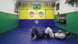 Equipe Fabrício Jiu-Jitsu: Joelho na Barriga com Armlock.
