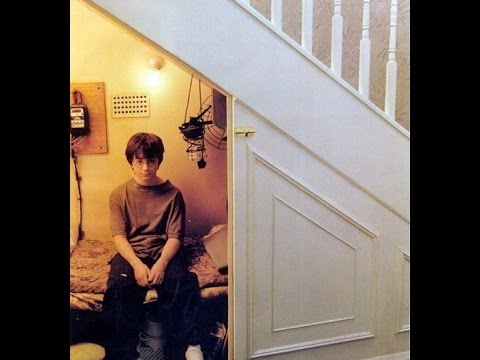 Harry potter 39 s room under the stairs youtube for Living room designs under the stairs