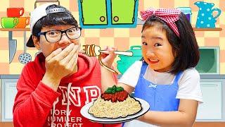 Boram joue au restaurant et livre des plats jouets