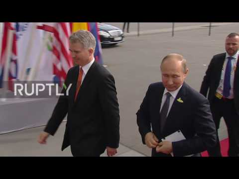 Germany: Merkel greets Putin as G20 summit kicks off in Hamburg