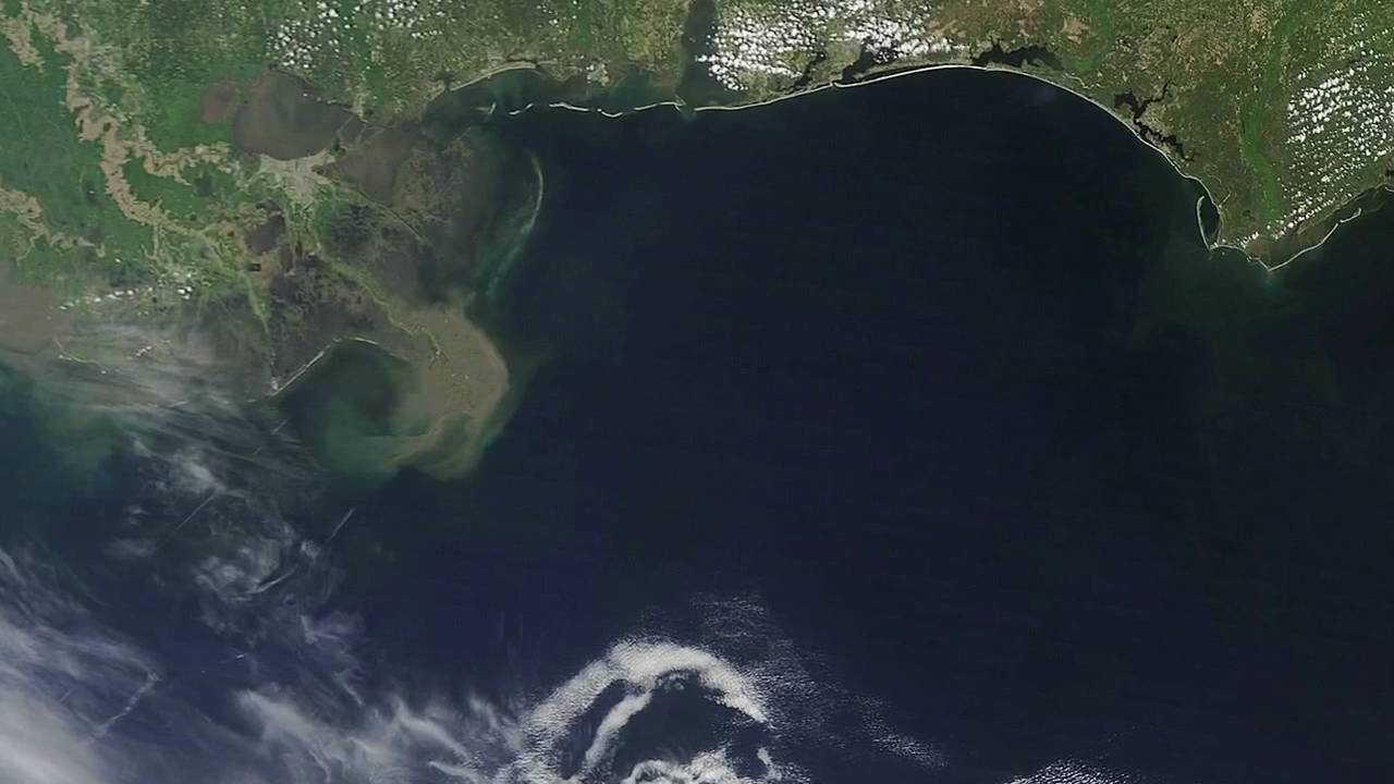Gulf of Mexico Oil Spill: 35 Days From Space [720p] - YouTube