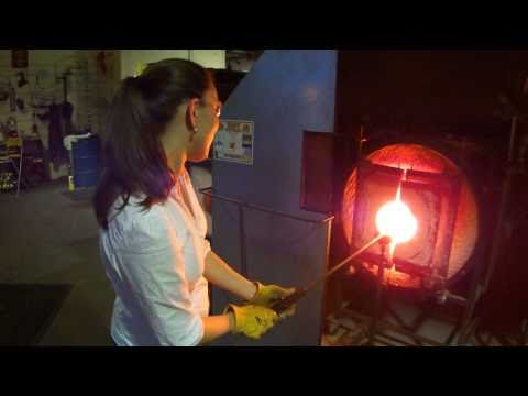 Glass blowing at the Jennifer Sears Art Gallery in Lincoln City Oregon (1 of 2)