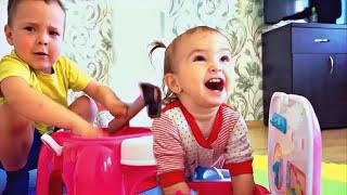 Gambar cover Мальчики тоже играют в куклы. Мия, Макар и кухня. Играем в девочкины  игрушки!