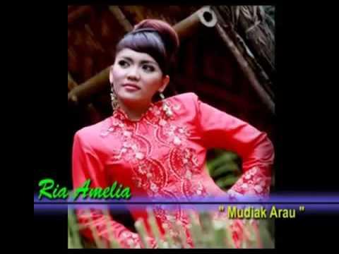 Ria Amelia-Mudiak Arau