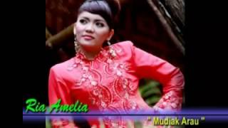 Cover images Ria Amelia-Mudiak Arau