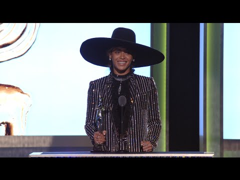 2016 CFDA Fashion Awards: Beyoncé Receives Fashion Icon Award