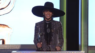 2016 CFDA Fashion Awards: Beyoncé Receives Fashion Icon Award