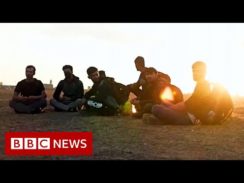 Escaping the Taliban: Fleeing Afghans struggle to enter Turkey - BBC News