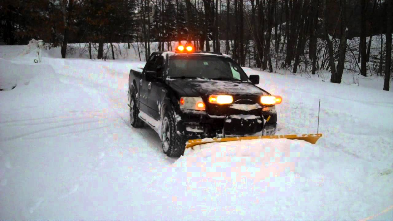 2005 Ford F150 Fx4 Plowing Snow Fisher Ht Snow Plow Youtube