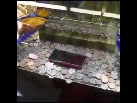 Maquina Empuja Monedas: Iphone En El Borde