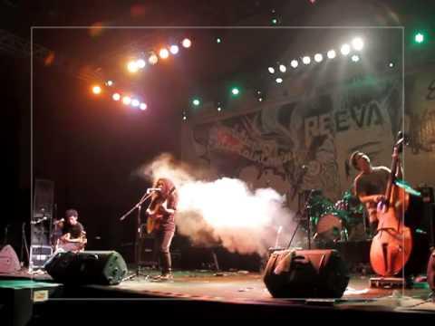 Payung Teduh - Biarkan (Live at GOR Kertajaya, Surabaya)