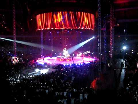 Britneys Circus Tour - Intro, Circus and Piece of me live from Globen, Stockholm