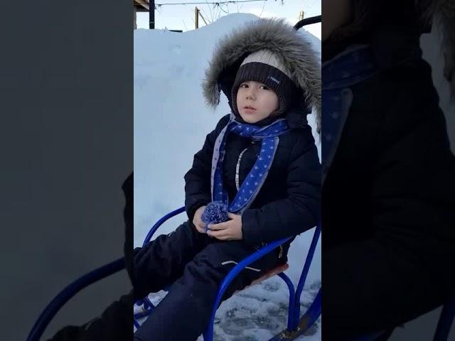 Изображение предпросмотра прочтения – ИсламАрдаширов читает произведение «Потешка Ты мороз мороз не показывай свой нос» (Русский фольклор )