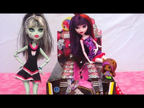 Monster High Minis Surprise Toys Blind Bag Boxes - Draculaura, Clawdeen, Frankie, Cleo Surprise Toys
