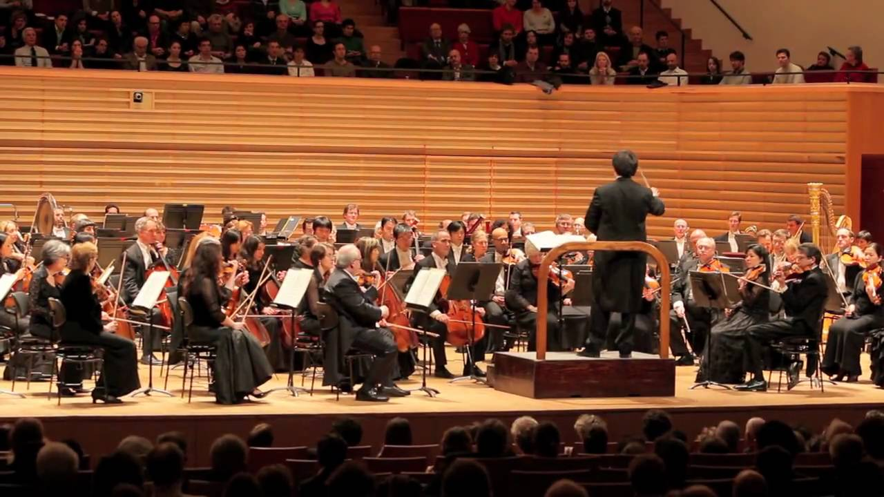 Ovations and Encores for New York Philharmonic in Pariss Salle Pleyel, 02/02/10
