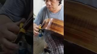 Nghệ nhân Lê Thiên Ân lắp EQ giá 1.000.000 cho cây D50C mặt back và hông bằng gỗ lim xẹt quý