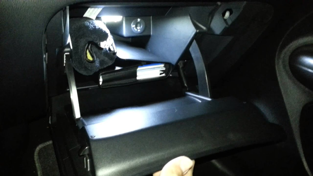 Light in glove box iluminacion guantera part youtube