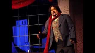 Tenor Stefan Louw talks about opera on local radio station