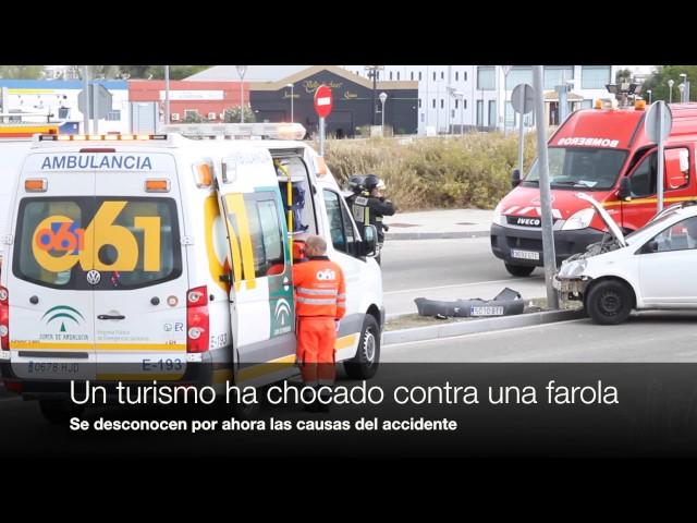 VÍDEO: Un hombre resulta herido en un accidente en El Zarpazo, tras colisionar un vehículo con una farola